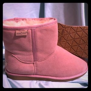 Minnetonka Sheepskin Boots - SZ 10